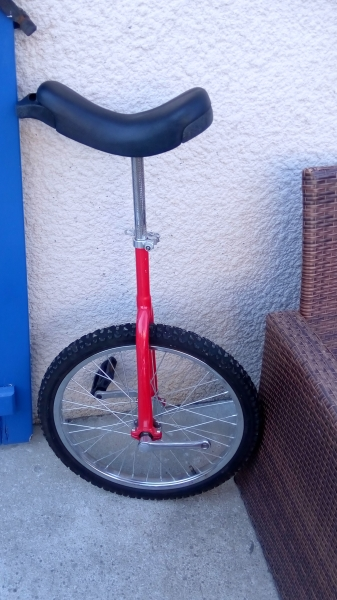 Monocycle Couleur Rouge